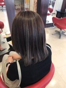 ヘアーメイク カリユ(HAIR MAKE kariyu)ハイライトONシルバーカラー