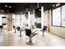 ヘアーラボ アズール(HAIR LABO AZUL)の雰囲気(席の間隔が広い設計になっております。)