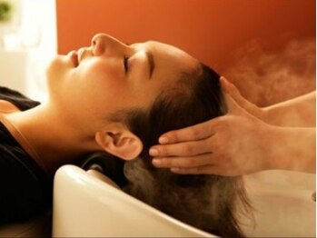 フォーチューン Hair&Spa Fortuneの写真/スコープを使った頭皮診断で頭皮環境をチェック!髪質や頭皮の状態に合わせたレシピの提案でスッキリ感◎!