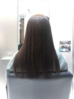 トニーアンドガイ 泉佐野(TONI&GUY)の写真/真っ直ぐなり過ぎないでクセ毛のボリュームを解消☆自然なストレートヘアで毎朝のお手入れも楽チン◎