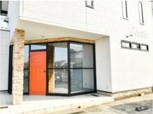 アングル(Angle)の雰囲気(鳥取市東今在家の美容室。オレンジの扉が目印。)