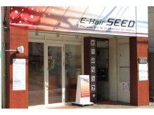 イーヘアーシード 蒲田(E Hair SEED)の雰囲気(茶色の柱と、赤い看板が目印です)