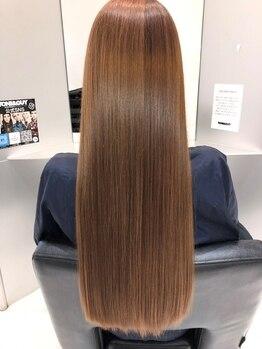 トニーアンドガイ 泉佐野(TONI&GUY)の写真/自然なツヤ感と柔らかな質感を実現!話題の髪質改善《酸熱トリートメント》で艶とまとまりのある美髪へ。