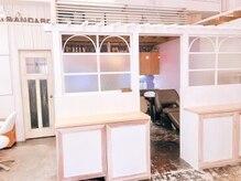 ナチュラルスタンダード(NATURAL STANDARD)の雰囲気(カフェのような造りの店内)