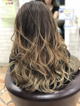 美容室 アイシー(ai-sy)の写真/10代~40代の幅広いお客様にご対応!ダメージレスのカラー剤で地肌と髪に優しくカラーを楽しみましょう♪