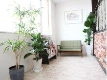 サロン ド レクラン(Salon de L'ecrin)の雰囲気(植物がたくさんあり、落ち着く空間。)