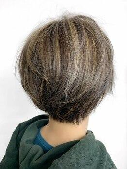 ブッディ(BDY)の写真/カラーリスト在籍★ただ白髪を染めるだけでなく、トレンドのカラーデザインも楽しめるBDYのグレイカラー♪