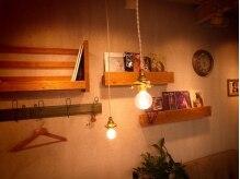 レンガ(renga)の雰囲気(本棚にはいろんなジャンルの本があります♪)