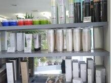 美容室 クオリアの雰囲気(こだわりのスタイリング剤なども揃えています。)