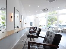 セラ(SERA)の雰囲気(開放的な大きな窓が目印です。ゆったりとした空間が魅力的。)