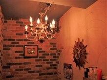 ハーツ(HEARTS)の雰囲気(壁のレンガが落ち着く、温かい雰囲気が人気サロンです。)