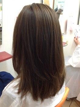 コットン(HAIR&MAKE cotton)の写真/定期的に繰り返すグレイカラーだからこそ髪に優しいものを◎洗練された技術でお悩み解消&魅力を引き出す。