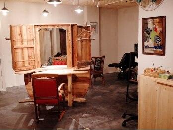 イグルー(iglu)の写真/【中崎町すぐ】大人の秘密基地のような空間。ハンドメイドのセット面と暖かいライトが優しく包み込む…★