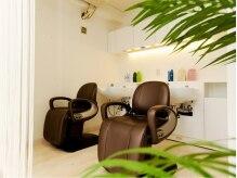 美容室 TBK 学芸大学店の雰囲気(白と木を基調とした清潔感のある店内♪施術中もリラックス…)