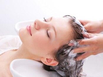 アトラクトヘアー バイ ミューズ(Attract hair by MUSE)の写真/すべてのメニューにヘッドスパ付♪癒しを追及した技術で極上のマッサージと贅沢な時間をお試し下さい☆