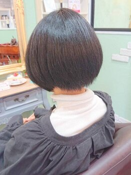 アジュール(Azur)の写真/熟練のスタイリストだからこそ出来るAzurのカット技術!!クセ毛を抑え、収まりの良い質感に仕上げます☆
