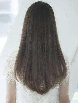 リリス(Ryllis)の写真/【話題のTOKIOトリートメント導入店】フルフラットのシャンプー台でリラックスしながらうるツヤ美髪をGET☆