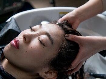 シナヘアー 清澄白河店(SHINA hair)の写真/毎日頑張る自分にご褒美を☆大人気のヘッドスパで頭皮の汚れとさようなら♪ゆったり流れる癒しの時間を―。
