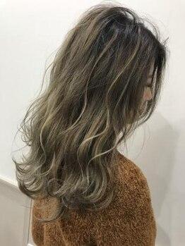 ヘアースタジオ ドゥドゥ(Hair Studio DoDo)の写真/【DoDoのカラーは似合わせ力が違う!】定番~流行まで◎色のイメージをまずは経験豊富なスタッフにご相談を!