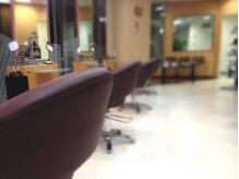 美容室ムンク 入間店の雰囲気(21時まで営業!2階の改札から3階まで直行できます!)