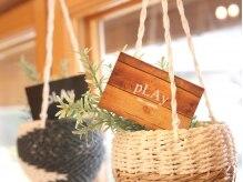 プレイ(pLAy)の雰囲気(木目調の店内があたたかな雰囲気で包み込んでくれます。)
