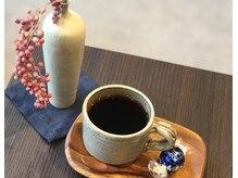 キネ(KiNE)の雰囲気(KiNEではお店でドリップしたコーヒーを始めお茶菓子などもご用意)