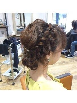 前髪の編み込みヘアアレンジ20選|必要なアイテム3つ