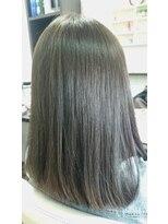 ヴィオレッタ ヘアアンドスペース(VIOLETTA hair&space)透け感のあるオリーブグレージュの暗髪カラー