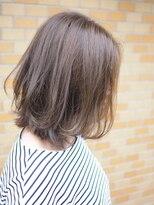 ノエル ヘアー アトリエ(Noele hair atelier)『Noele』フォギーグレージュふんわりミディ