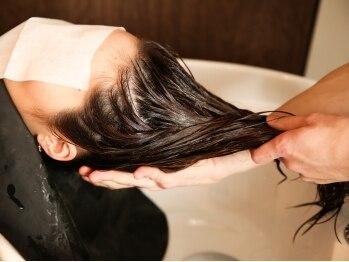 ルガールリコ(Lugar Rico)の写真/≪髪とココロに潤いチャージ☆≫地肌から毛先までうるおって「ぷるんっ♪」と弾む潤い美髪へ♪