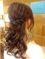 アカラ ヘアアンドメイク 六本木(Akala hair&make)毛量が少なくてもゴージャスに!呑み会前のハーフアップ