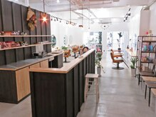 ブランチの雰囲気(まるでカフェのような雰囲気で、まったりと過ごせる空間です!)