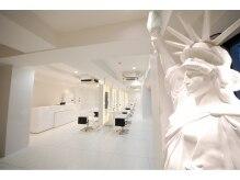ニューヨークニューヨーク 寝屋川店(NYNY)の雰囲気(外からも見えるお店のシンボル、「自由の女神」)