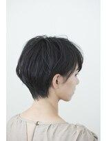 斜めバング×ハンサムショート×モード黒髪×丸みショート