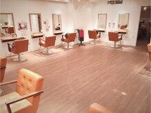 ヘアーアンドネイル ガレンド 横浜店(Hair&Nail Guarendo)の雰囲気(広々空間で落ち着いた雰囲気ですご来店お待ちしております)