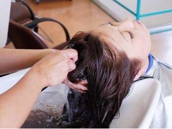 ヘア サロン サン クレスト(hair salon sun crest)の写真/炭酸泉がキューティクルを引締めサラツヤUP!!ヘッドマッサージとの相乗効果でリフトアップにも期待◎
