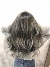 オーストヘアージール(Aust hair Zeal)ホワイト×シルバー
