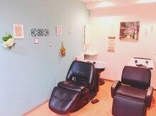 ヘアーサロンブランコ(hair salon blanco)の雰囲気(フルフラットのシャンプー台は、寝心地良く、足元にヒーターも♪)