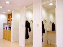 モッズ ヘア 浜松店(mod's hair)の雰囲気(カラー剤や毛の付着などを防ぐためガウンを着用できます♪)