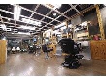 ファクトリーバーバーショップ(FACTORY barber shop)の雰囲気(カットにシェービングorヘッドスパがサービスで付いてきます!!)