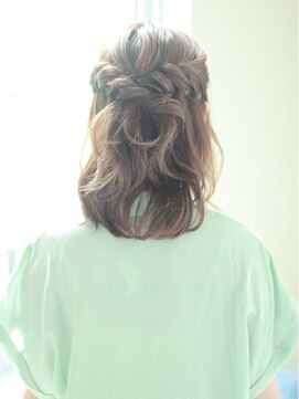 結婚式髪型 ミディアムハーフアップ