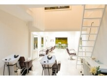 マチレス(Matchless)の雰囲気(1階、2階のツーフロアーでゆったりオシャレな空間です!)