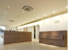 アース 熊本嘉島店(HAIR&MAKE EARTH)の雰囲気(美術館のような落ち着いた雰囲気のフロント☆)