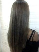 サフィーヘアリゾート(Saffy Hair Resort)グレイシルバー×グリーン【Saffy藤野】