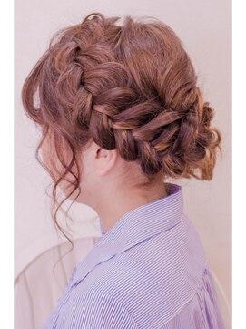 ヘアークークー(hair coucou)大きな編み込みサイドアップ