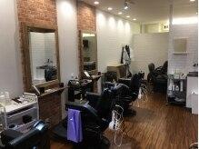 メンズヘア セカンドアクト(men's hair SECOND ACT)の雰囲気(店内4席で落ち着いて過ごせます。丁寧な接客も魅力の1つ。)