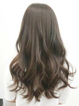 ウーマン(WOMAN)の写真/【ダメージレスで色持ち◎】髪を労わる豊富なメニューをご用意。白髪の割合に合わせ貴女だけの色をご提案!