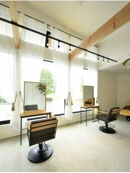 バンクス(BANKS)の写真/カフェのような隠れ家サロン。大きな窓から見える景色が印象的な、開放的で上質な空間がそこに…