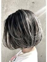 ウィルゴ(VIRGO)【ハイライトカラー】ホワイトアッシュヘア×ショートボブ