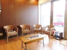 美容室 アンジェ(Ange)の雰囲気(待合室もゆったり広々、落ち着いた雰囲気。)